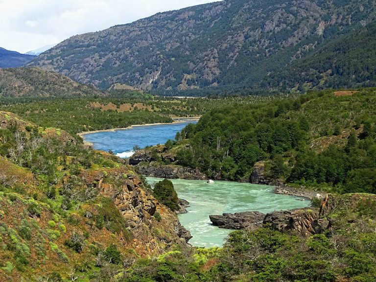 As the blue Rio Cochrane is joined by the muddy Rio Nef, the river turns a pretty green.