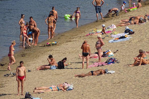 Beach lovers in Tiraspol, Moldova/Transnistria.