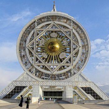 Strangest Ferris Wheel Ever.