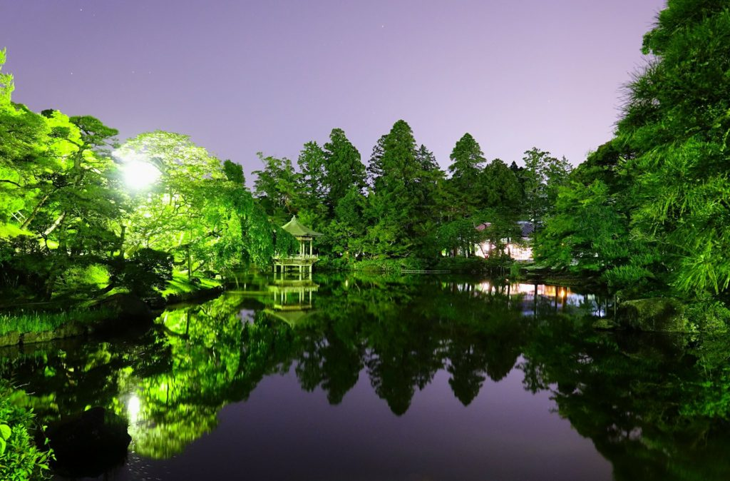 Night scene from the small lake in Naritasan Park.