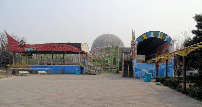 Random rides at Beijing Shijingshan Amusement Park