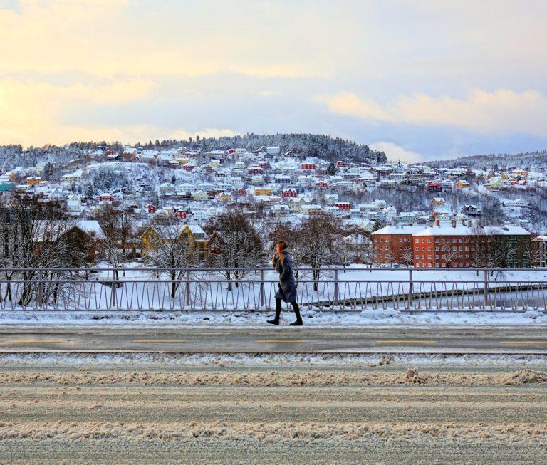 Walking across Elgesæter Bridge is rarely as pleasant an experience as shown here.