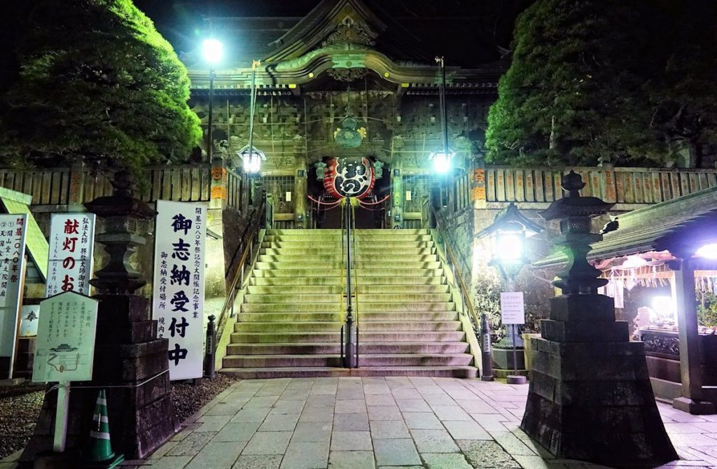 Stairs leading up to the Naritasan temple.