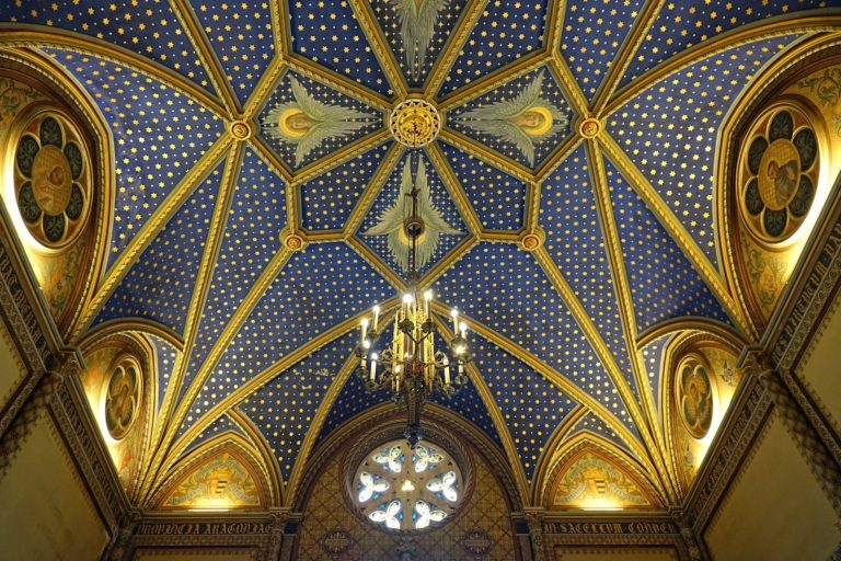 Starry gold ceiling in the Gandia Palace.