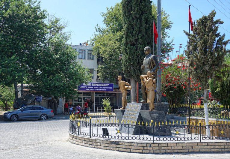Photo of Kemal Ataturk statue in Kinik, Turkey.