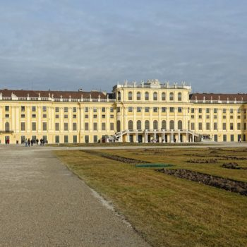 Photo of Schloss Schönbrunn seen from the south-west.