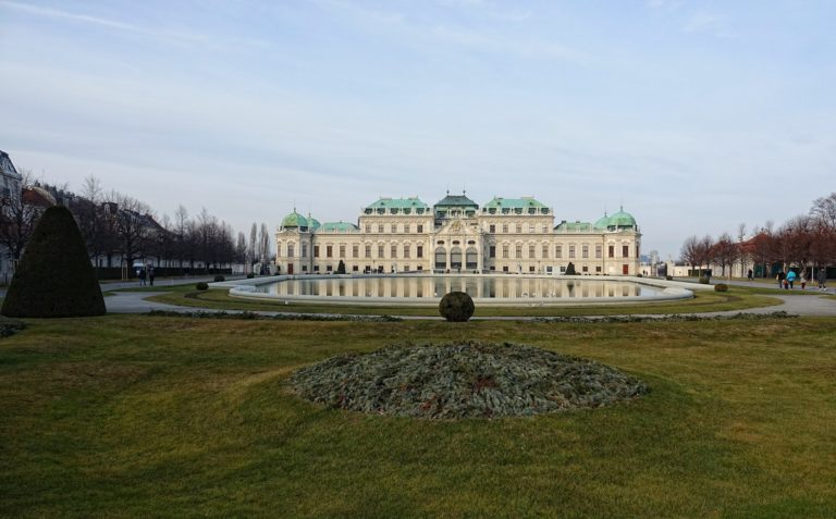 Photo of the park south of Schloss Belvedere.