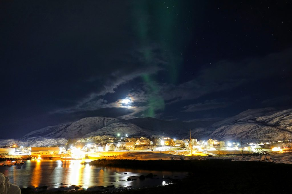 Photo of faint northern lights in Lødingen, Norway