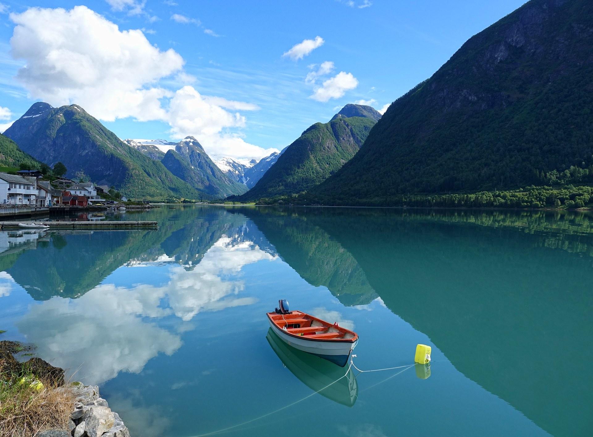 Photo of small boat in Fjærlandsfjorden, Norway.