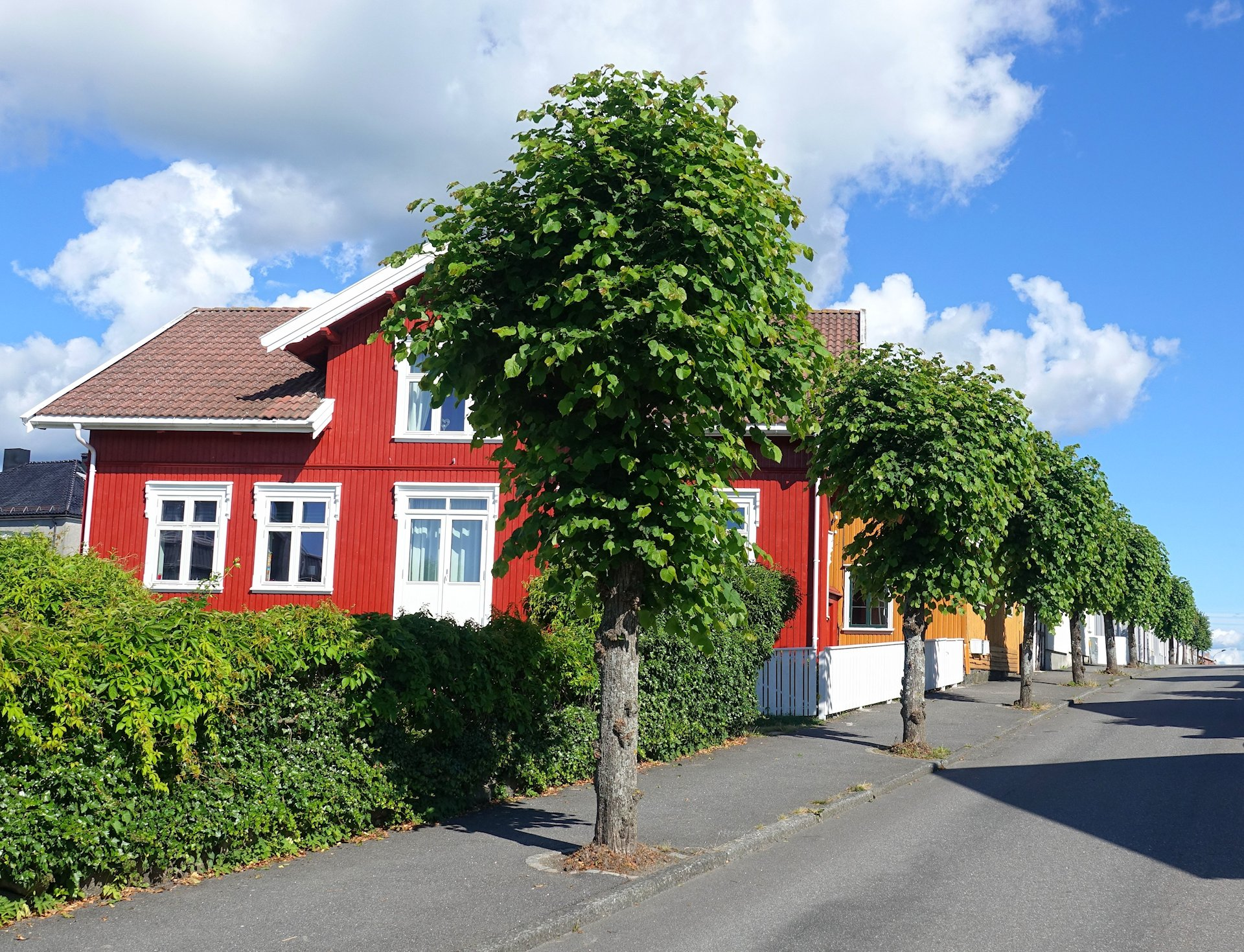 Photo of Skippergaten, a street in Stavern, Norway.