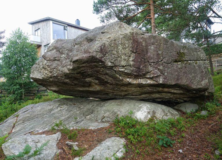 Photo of broken moveable stone in Justnes, Norway.