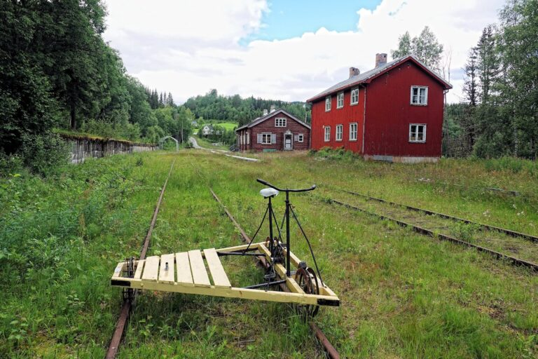Photo of abandoned train station on Valdresbanen, Etna, Norway.