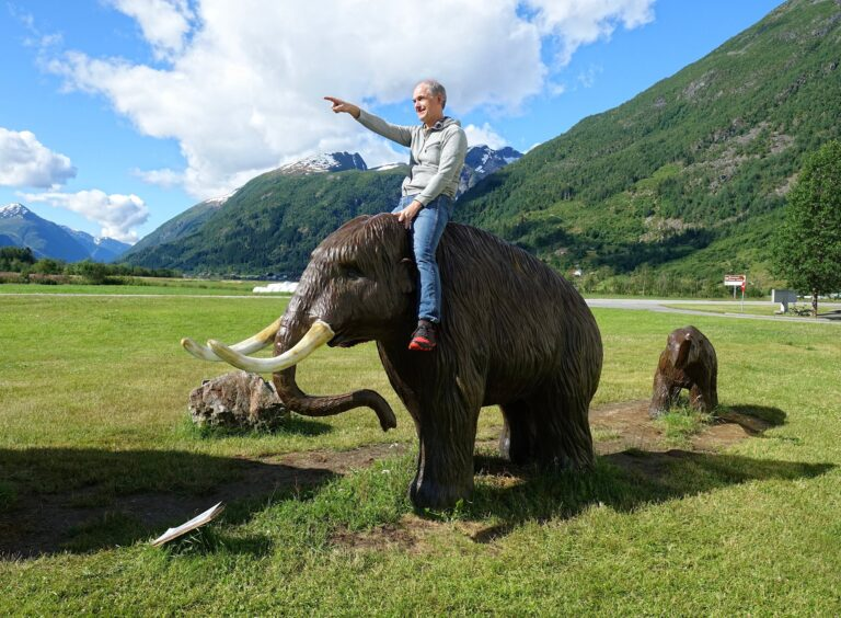 Photo of Bjørn riding a mammoth at Norsk Bremuseum.