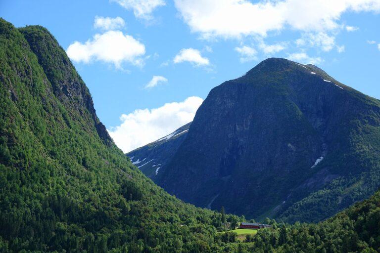 Photo of farm at Spjonarhaug in Vestland, Norway.