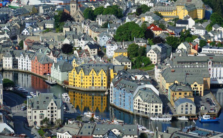 Photo of Ålesund city center.