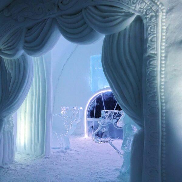 Photo of the Icehotel room A Night At The Theatre, Jukkasjärvi, Sweden.
