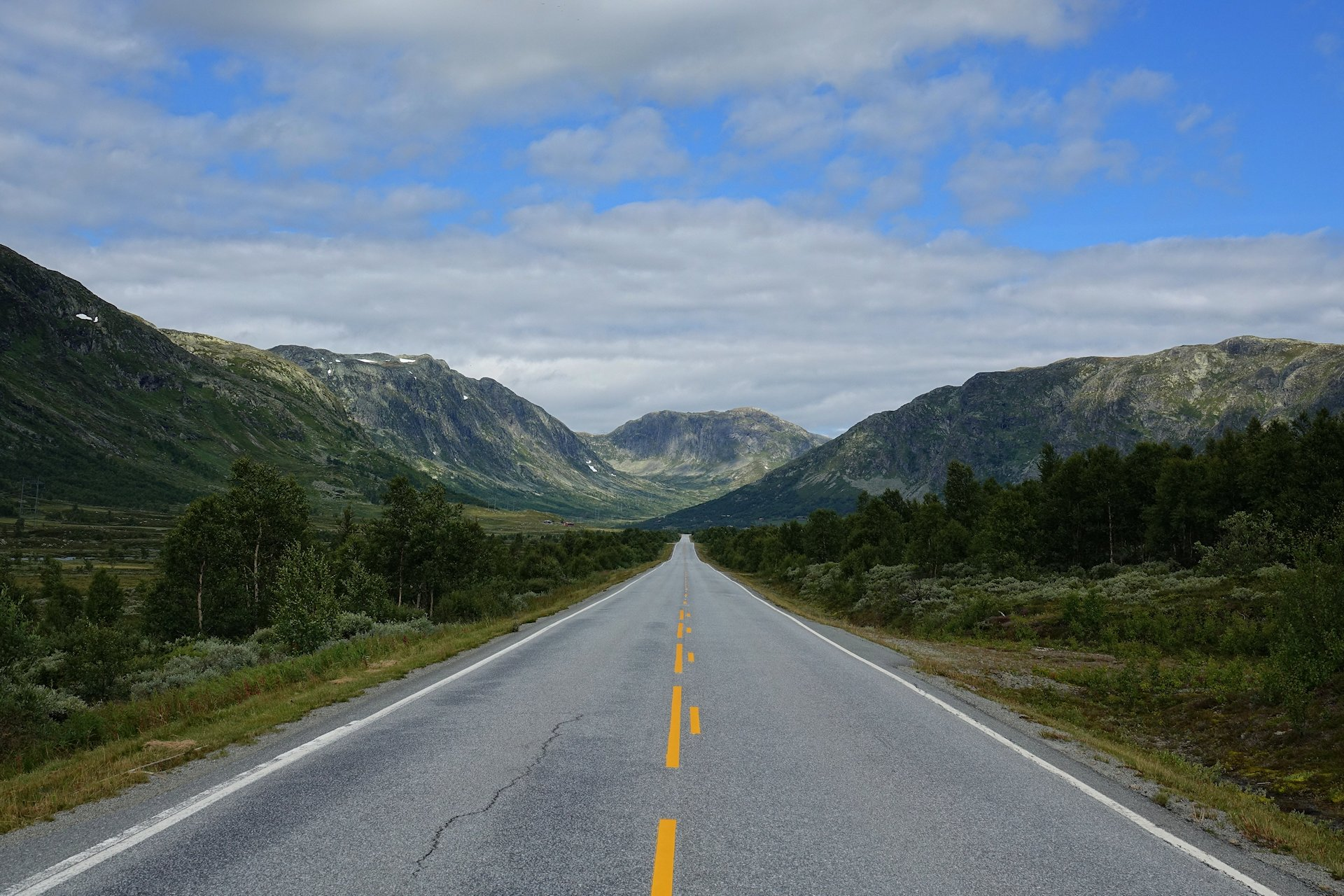 Photo of mountain road in Hemsedal, Norway.