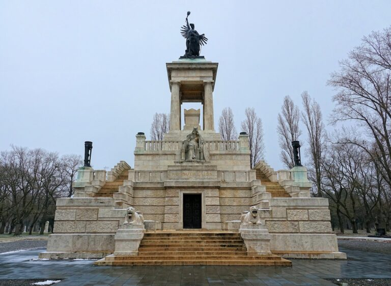 Photo of Lajos Kossuth mausoleum in Kerepesi Cemetery, Budapest, Hungary