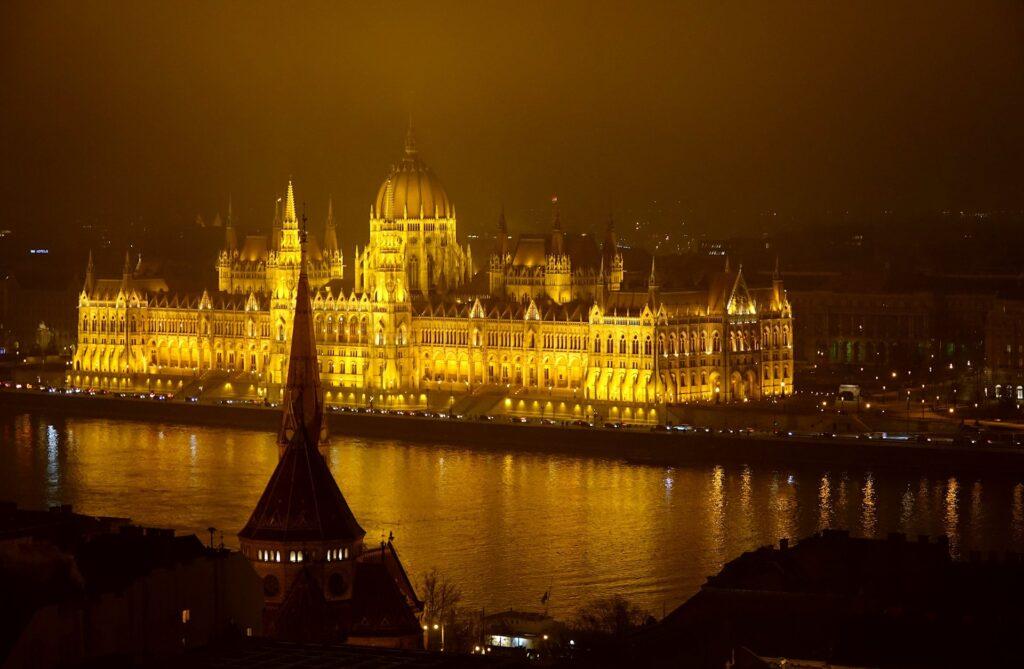 Photo of Hungarian Parliament building by night, Országház