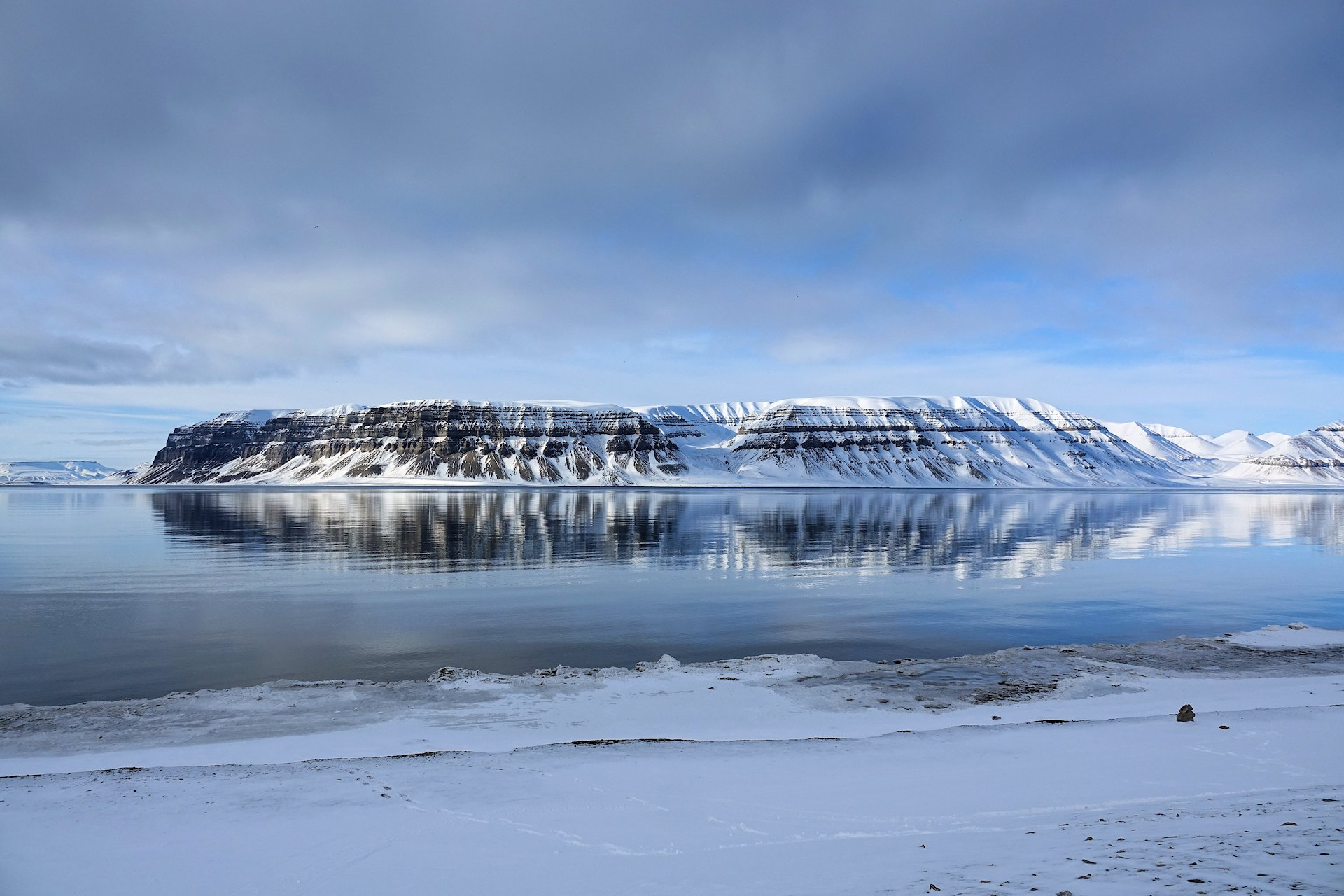 Photo of Templet mountain at Tempelfjorden, Svalbard, seen from Fredheim.