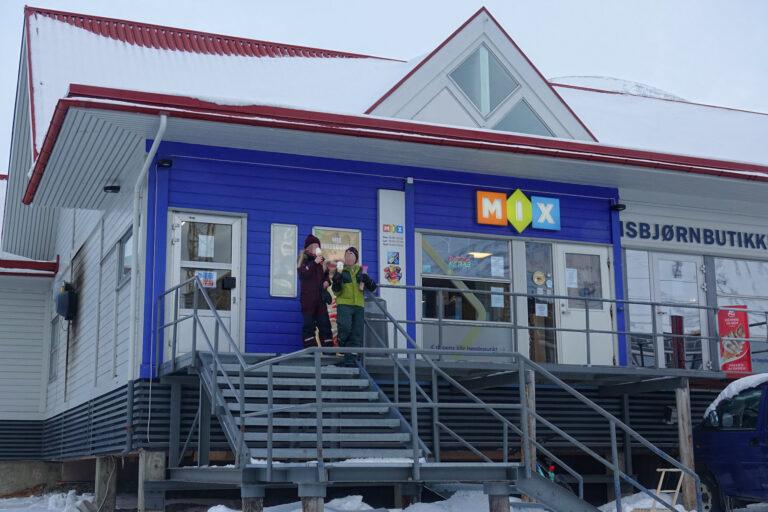 Photo of robust children enjoying ice cream in freezing cold weather in Longyearbyen, Svalbard.