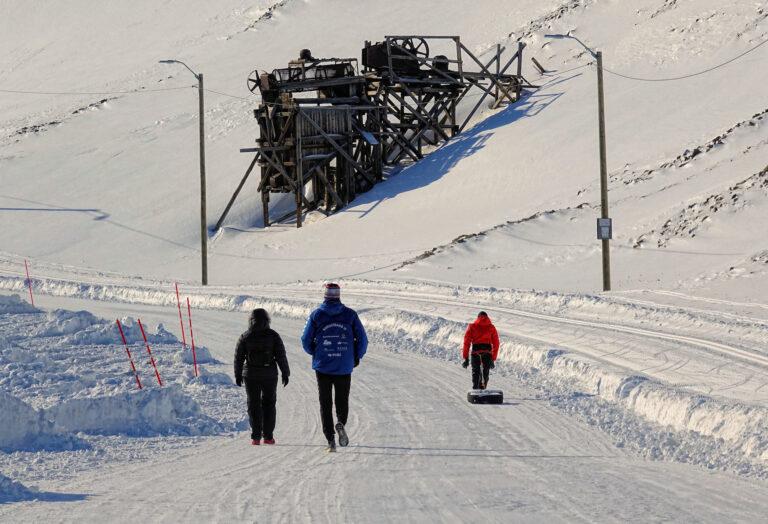 Photo of people exercising in Longyearbyen, Svalbard.