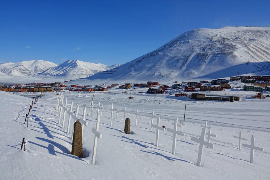 Photo of the cemetery in Longyearbyen, Svalbard.