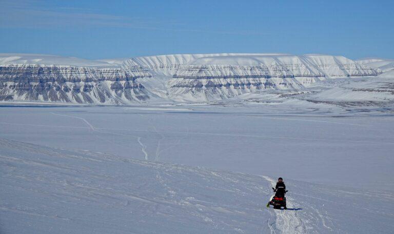 Photo of preparing to drive across Sassendalen, Svalbard, on snowmobile.