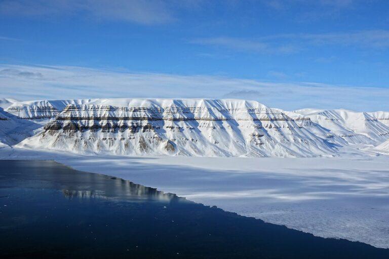Photo of dangerous ice on Tempelfjorden, Svalbard, in front of Sindballefjellet.