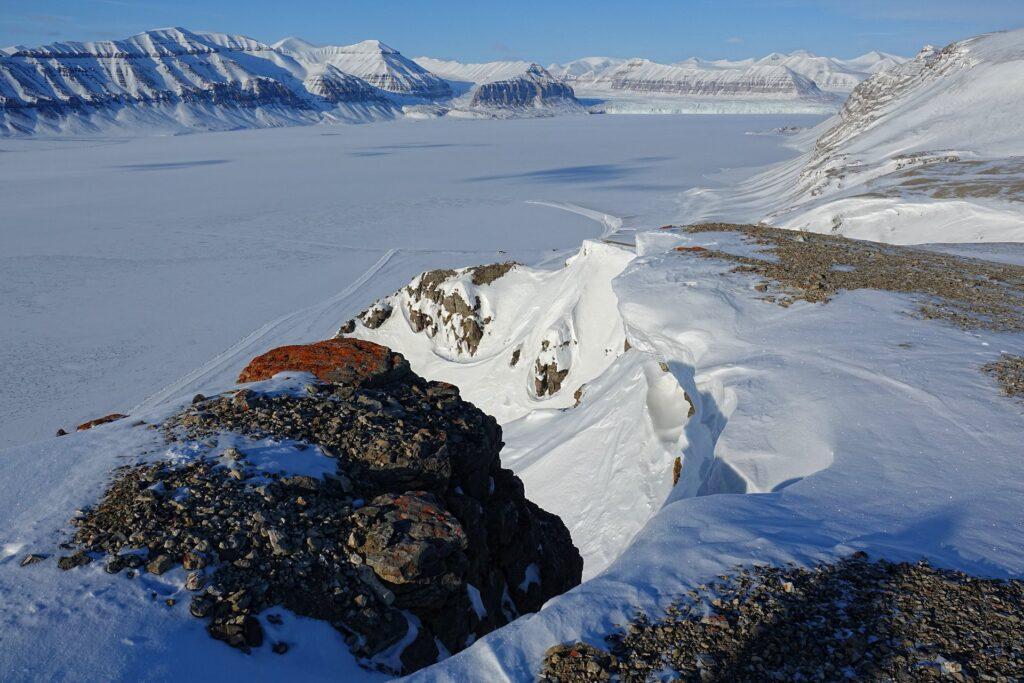 Photo of Schoultzhamna and Kapp Schoultz at Tempelfjorden, Svalbard, seen from the Fjordnibba viewpoint.
