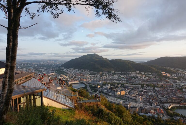 Photo of viewing platform at Fløyen, Bergen.