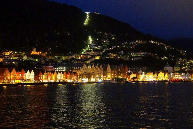 Photo of Vågen, Bergen in the dark.
