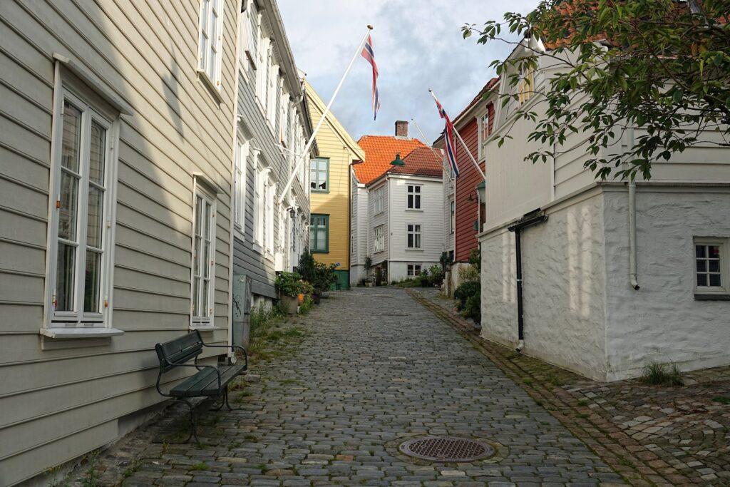 Photo of cozy scene in Nøstegaten, Bergen.