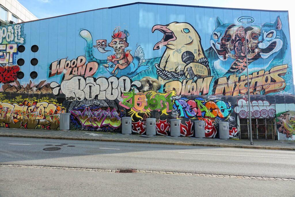 Photo of huge graffiti in Komediebakken in Bergen, Norway.