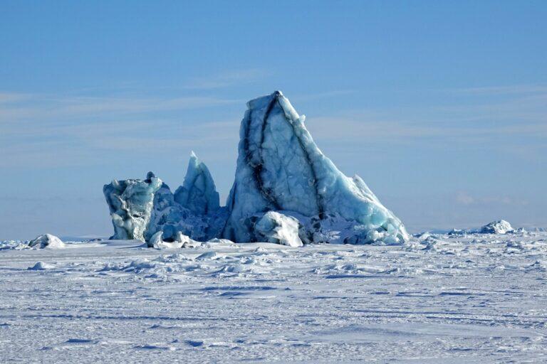 Photo of iceberg with stripes on Storfjorden, Svalbard.