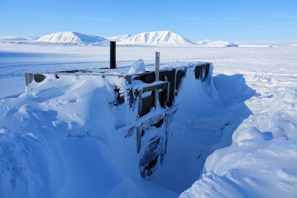 Photo of trapper's cabin in Mohnbukta, Svalbard.